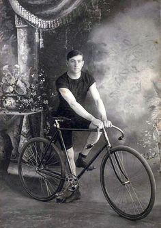 Velo Vintage, Vintage Cycles, Vintage Bikes, Vintage Racing, Buy Bicycle, Bicycle Race, Bike Run, Cycling Art, Cycling Bikes