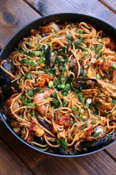 Latin style tallarines con mariscos or seafood spaghetti. Add whatever seafood you wish, does not have to be strictly what is in the recipe. Fish Recipes, Seafood Recipes, Great Recipes, Pasta Recipes, Cooking Recipes, Favorite Recipes, Healthy Recipes, Sauce Recipes, Meatless Recipes