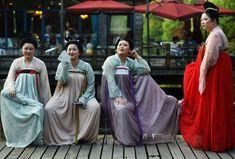 China Zhejiang mujeres portando, ropa típica de la dinastiaTang.