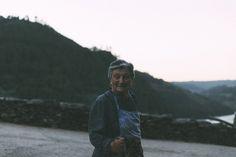 O Derradeiro Bafo es el proyecto de cinco jóvenes con ganas de conocer y difundir el día a día de los campesinos de Galicia que habitan pueblos de menos de 10 habitantes. Buscan plasmar recuerdos, rostros, paisajes… y posteriormente inmortalizarlos… Continue Reading → Hipster, Magazine, Style, Getting To Know, Souvenirs, Faces, Scenery, Swag, Hipsters