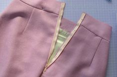 Zips How to sew an invisible zipper (Nina Lee) Sewing Hacks, Sewing Tutorials, Sewing Patterns, Sewing Tips, Fashion Sewing, Diy Fashion, Sewing Clothes, Diy Clothes, Zipper Tutorial