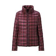 WOMEN Ultra Light Down Printed Jacket A elle a pas de capuche mais elle a des carreaux... dur de choisir entre les 2. EN PROMO également ^^