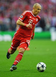 Arjen Robben of Bayern Muenchen in action during the UEFA Champions League final match between Borussia Dortmund and FC Bayern Muenchen at Wembley Stadium on May 2013 in London, United Kingdom. - 629 of 710 Football Drills, Best Football Players, Football Is Life, World Football, Soccer Players, Football Soccer, Fc Bayern Munich, Fifa, Soccer Stars