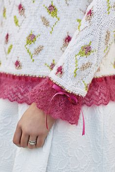 Ravelry: Sweet Briar pattern by Sasha Kagan