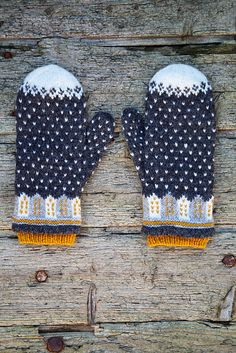 Ravelry: Sagostad pattern by Sofia Kammeborn Knitted Gloves, Knitted Bags, Knitting Projects, Knitting Patterns, Big Knit Blanket, Jumbo Yarn, Big Knits, Shawl, Embroidery