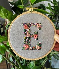 Diy Embroidery Letters, Hand Embroidery Art, Cross Stitch Embroidery, Simple Embroidery Designs, Hand Embroidery Patterns Flowers, Archive, Crafts, York, Jeans