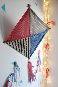 Kite, pipa, papagaio by Mundo de Sofia Girls Camp, Baby Toys, Valance Curtains, Kites, Crafts, Home Decor, Kite Template, Kite Party, Parrot