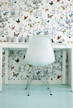 Ohhhh shiiiiit. Wallpaper, parsons desk, tulip chair w/ more modern base, painted robin's egg floor, put this in my houuuse.