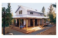 This cabin design floor plan is 1015 sq ft and has 2 bedrooms and has 2.00 bathrooms.