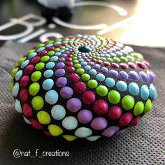 pirale #dotart #dotartist #dotwork #dotpaintingonstone #stonespainting #mandala #mandalarock #artist #art #acrylicpainting
