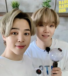 """if you see this drop your last saved picture of yoonmin, no cheating"" Yoonmin, K Pop, Hoseok, Jimin Selca, Suga Suga, Bts Twt, Foto Jimin, Wattpad, Bts Love Yourself"