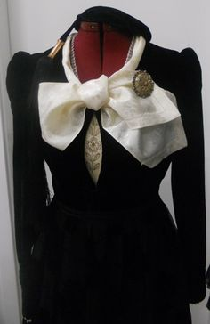Icelandic costume: Peysuföt Folk Costume, Costumes, Iceland Island, Folk Clothing, New Pictures, Old And New, Embroidery, Vintage, History