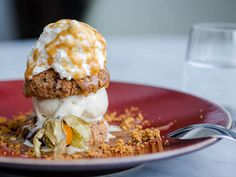 """How good does this dessert look! Try it at """"Frame"""", a Californian restaurant in Paris. #Food"""