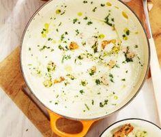 Blomkålssoppa med lax är en aptitretande soppa och en ren fröjd för både öga och mun. Krämig, matig, med en härlig fänkålssmak och sälta av laxen. Smaklig måltid!