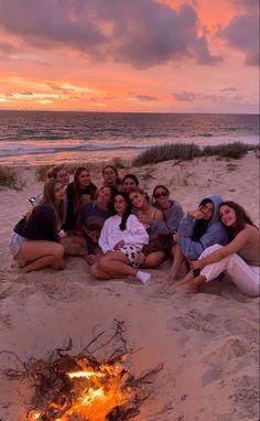 Cute Friend Pictures, Best Friend Pictures, Summer Goals, Teen Life, Summer Pictures, Summer Dream, Cute Friends, Best Friend Goals, Teenage Dream