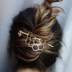 Large Brass Honeycomb Handmade Hair Bun Slide Pin with Dangling Bee Hair Twist Bun Pin - Lucy - Hair Clips Twist Hairstyles, Pretty Hairstyles, Wedding Hairstyles, Hairstyle Ideas, Easy Hairstyle, Latest Hairstyles, Bangs Hairstyle, Teenage Hairstyles, Short Hairstyles