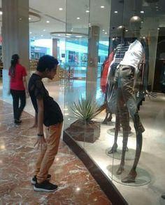 30+ Of The Most Hilarious Moments In Mannequin History Ever