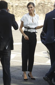 Power Dressing, Queen Letizia, Fashion Pics, Cashmere, Spain, Pants, Style, Birthday Week, White Belt