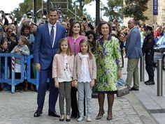 Los reyes Felipe y Letizia han presidido la Misa de Pascua en la catedral de Palma de Mallorca, donde han llegado acompañados por sus hijas, la princesa Leonor y la infanta Sofía, así como por la madre de don Felipe, la reina Sofía