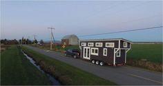 Casa portátil - Banheiro e cozinha gigantes chamam atenção nesta casa minúscula - http://visitasacasas.com/2016/03/31/banheiro-e-cozinha-gigantes-chamam-ateno-nesta-casa-minscula/?src=fbfan_50661&t=fbad&vn=100&k=lgbr001d