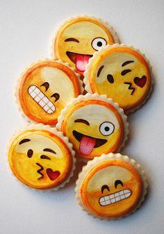 Oh my cuteness emoji cookies via: A PIECE of TOAST // Lifestyle + Fashion Blog // Dallas Cupcakes, Cupcake Cookies, Smileys, Emoji Food, Biscuit Sandwich, Instagram Party, Childrens Meals, Chocolate Biscuits, Cute Emoji