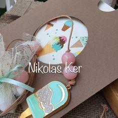 Προσκλητήριο με παγωτάκια & κρεμαστή μπομπονιέρα βαπτισης με παγωτό. www.nikolas-ker.gr