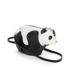 Loewe Animales - MINI BOLSO PANDA Negro/blanco Conozca todos los modelos Loewe de Animales, como nuestro MINI BOLSO PANDA negro/blanco. Entre y descúbralo.