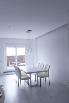 Reforma integral ático Madrid por IVM Estudio Madrid, Dining Table, Furniture, Home Decor, Minimalist, Studio, House Decorations, Interiors