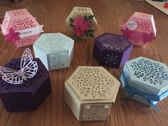 Several examples of what you can do with Stampin' Up's Window Box Thinlit Die. Love this cute little box! Paper Cards, Paper Gifts, Hexagon Box, Gift Card Boxes, Pretty Box, Pretty Packaging, Craft Box, Window Shopping, Keepsake Boxes