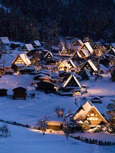 Snow covered Gasshō-zukuri at Shirakawa village, Gifu Prefecture (合掌造 at 白川鄉, 岐阜県)