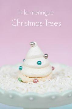 Mini Meringue Christmas Trees via http://lifeovereasy.com/