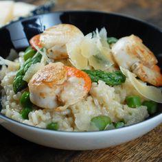 Découvrez la recette Risotto aux Saint-Jacques et aux asperges sur cuisineactuelle.fr.