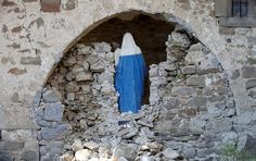 A Virgin Mary statue is seen in cemetery following an earthquake at Sant' Angelo near Amatrice, central Italy, August 26, 2016. REUTERS/Max Rossi