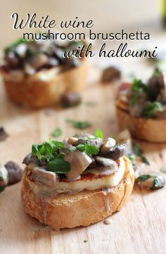 Foodie travel 187603140707105304 - White wine mushroom bruschetta with halloumi – easy to make, but RIDICULOUSLY delicious! Gula, Xmas Food, Snacks, Burger, Appetisers, Appetizer Recipes, Wine Party Appetizers, Appetizer Ideas, Wine Parties