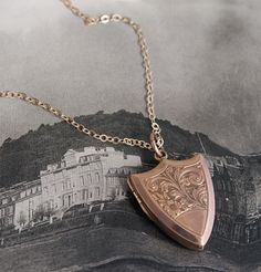 Floral Shield Locket in Rose Gold | Erica Weiner