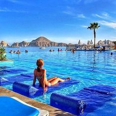 MÉXICO – Hotel Riu Santa Fe, Los Cabos municipality, Baja California Sur, Baja California peninsula. A view from the hotel's infinity pool with the Land's End peninsula in the background. At the far left is the rock of El Arco. This hotel is located off of the Camino Viejo a San José, just outside of Cabo San Lucas. https://www.google.ca/maps/place/Hotel+Riu+Santa+Fe/@22.8905438,-109.9102227,14z/data=!4m5!3m4!1s0x86af4b065793097b:0x3fa3e5f4fc5b86a9!8m2!3d22.8977391!4d-109.8914258