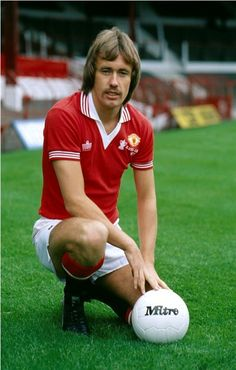 circa 1978 Sammy McIlroy Manchester United midfielder who won 88 Northern Ireland international caps between 19721987 Football Shirts, Football Players, Football Soccer, Man Utd Fc, Manchester United Players, Premier League Champions, Best Club, Professional Football, Man United