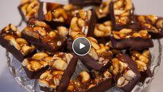 Cashew-karamels - Rudolph's Bakery | 24Kitchen Candy Recipes, Baking Recipes, Caramel Bonbons, Rudolfs Bakery, Homemade Candies, Rocky Road, High Tea, Food Videos, Food Porn