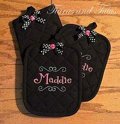 Kitchen Towels with Pot Holders and Oven Mitt; 5 PC Set, Personalized, Black, Pink and White with Coordinating Bow Accent; Kitchen Gift Set by elainestiarasntutus on Etsy