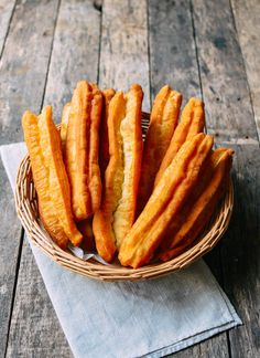You Tiao Chinese Fried Dough- Finally this really works to make the Chinese breakfast food of Shanghai that's loved by all![EXTRACT]You Tiao Chinese Fried Dough- Finally this really works to make the Chinese breakfast food of Shanghai that's loved by all! Asian Desserts, Asian Recipes, Asian Snacks, You Tiao Recipe, Dessert Recipes, Chinese Breakfast, Wok Of Life, Mets, Asian Food Recipes