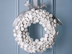 Marshmallow Wreath · Edible Crafts | CraftGossip.com #wreath #Christmas # DIY