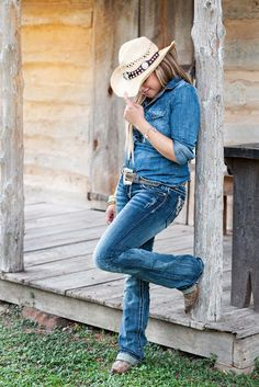 Love this senior! high school senior, senior photo session, cowgirl, country