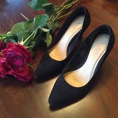 Black suede pumps Gently used black heels. Great condition! NO TRADES. NO PP. BUNDLE= 15% discount on 2 or more items. I will NOT negotiate in the comments section. Only offers made with the offer button will be considered. Old Navy Shoes Heels