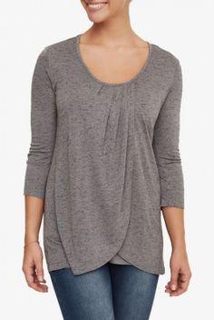 #Camiseta #lactancia Paris. Bonita y favorecedora, que juega con superposición de tejidos. #Escote redondo, manga francesa, de tonalidad #gris con sutil textura. Abertura de lactancia vertical. Muy #cómoda para #amamantar. Combínala con #leggins o #vaqueros. Descúbrela en: www.tetatet.es Envíos internacionales #nursing #comfortable #shirt #elegant #breastfeed Find out at: www.tetatet.es International deliveries