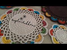Örgü Suplada Renkli Kenar Oyası Yapımı - YouTube Crochet Placemat Patterns, Crochet Table Runner Pattern, Crochet Mandala Pattern, Crochet Square Patterns, Crochet Circles, Crochet Designs, Crochet Mat, Crochet Dollies, Crochet Crafts