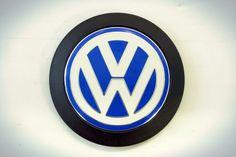Emblema para cubierta de tubo de aspiración para Volkswagen BORA 2005 a 2011, GOLF 2000 en adelante, PASSAT/VARIANT 1998 a 2005. http://articulo.mercadolibre.com.ve/MLV-420349379-038103940f-emblema-p-cubierta-tubo-aspiracion-vw-golf-_JM