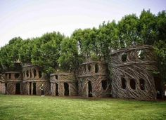Patrick Dougherty, sculptures végétales éphémères Land Art just around the corner 2003