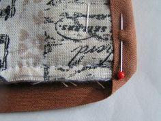 Březen měsíc knihy: návod na textilní obal na knihu | Korálky.stoklasa.cz Burlap, Reusable Tote Bags, Hessian Fabric