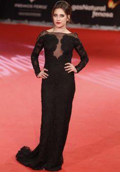 María León con vestido largo con transparencias, encaje y algo de cola, de Pucci.