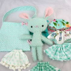 RESERVED Hettie Playset via Etsy  I love this idea - clothes & even a purse to carry it all with! Wilda